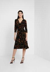 Lauren Ralph Lauren - PRINTED MATTE DRESS - Robe en jersey - black/gold/multi - 1
