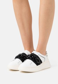 MOA - Master of Arts - DOUBLE GALLERY - Sneakers - poise details - 0
