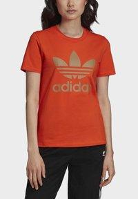 adidas Originals - TREFOIL TEE - T-shirt print - energy orange/cardboard - 4