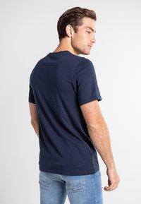 Timberland - BOOT LOGO - Print T-shirt - dark sapphire - 2