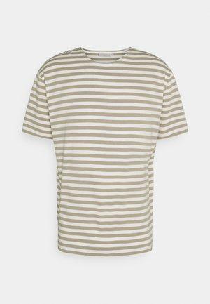 ORVIS  - Print T-shirt - seneca rock