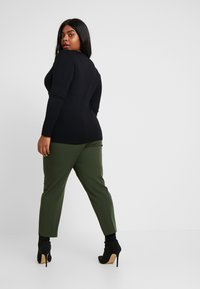 Dorothy Perkins Curve - FOREST ANKLE GRAZER - Trousers - green - 2