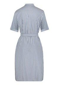 Betty & Co - MIT AUFGESETZTER BRUSTTASCHE - Shirt dress - weiß/blau - 3