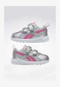 Reebok - REEBOK XT SPRINTER SHOES - Chaussures de running neutres - silver - 1