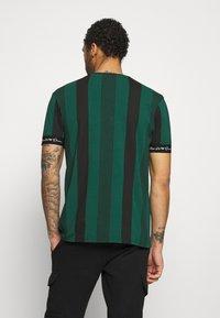 Kings Will Dream - VEDTON STRIPE TEE - T-shirt print - evergreen/black - 2