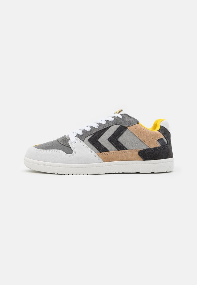 POWER PLAY UNISEX - Matalavartiset tennarit - grey/sand