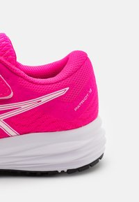 ASICS - PATRIOT 12 UNISEX - Chaussures de running neutres - pink glo/white - 5