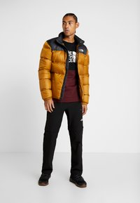 The North Face - CANYONWALL CREW - Felpa - black/deep garnet red - 1