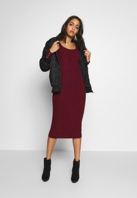Miss Selfridge - DRESS - Abito in maglia - bordeaux - 1