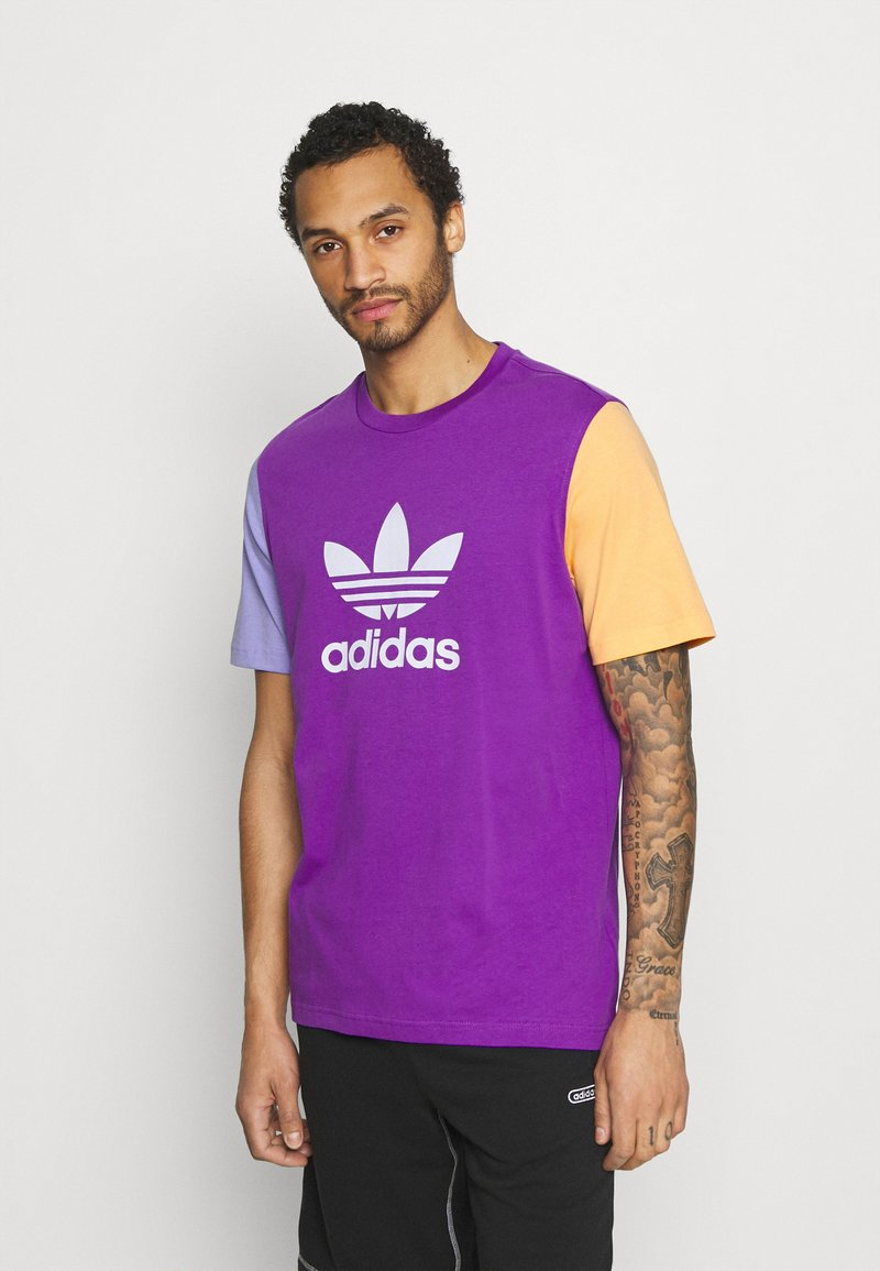 adidas Originals - BLOCKED TREF UNISEX - Print T-shirt - active purple/light purple/hazy orange