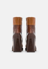 Chio - Kotníkové boty na platformě - brown/castana/tan sierra - 3
