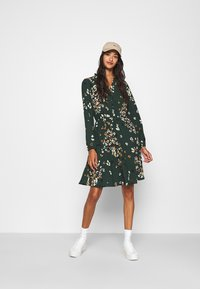 Vero Moda - VMAYA NECK DRESS - Blusenkleid - pine grove - 1
