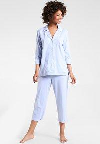 Lauren Ralph Lauren - HERITAGE 3/4 SLEEVE CLASSIC NOTCH COLLAR SET - Pyjama set - french blue/ white - 0