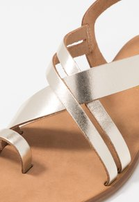 Office Wide Fit - SERIOUS - T-bar sandals - gold - 2