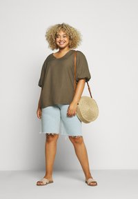 Glamorous Curve - Denim shorts - light wash - 1