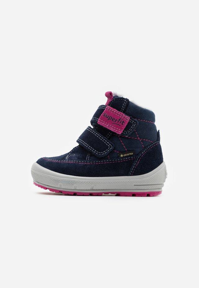 GROOVY - Zimní obuv - blau/rosa