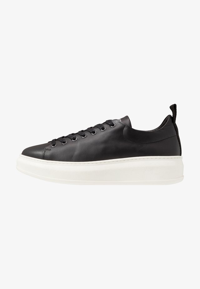 CLUB TECH FLAT - Sneakers - black