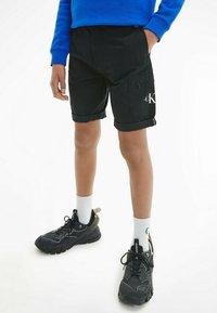 Calvin Klein Jeans - BLEND UTILITY - Shorts - black - 1