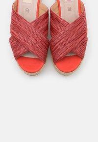 mtng - SELLA - Pantofle na podpatku - rojo - 5