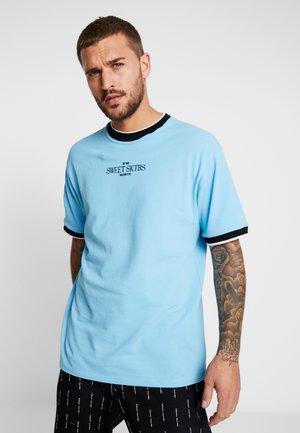 LOOSE - T-shirt med print - blue