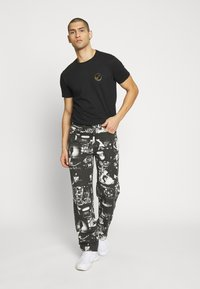 Jaded London - PUNK ROCK PHOTOGRAPH SKATE - Jeans baggy - black - 1