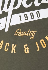 Jack & Jones - JJELOGO HOOD - Hoodie - forest night - 6