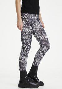 Culture - CUSEMIRA  - Leggings - Trousers - zebra - 3