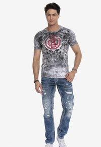 Cipo & Baxx - Print T-shirt - anthracite - 1