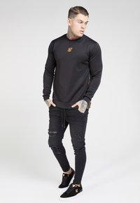 SIKSILK - SIDE ZIP CREW - Long sleeved top - black - 1