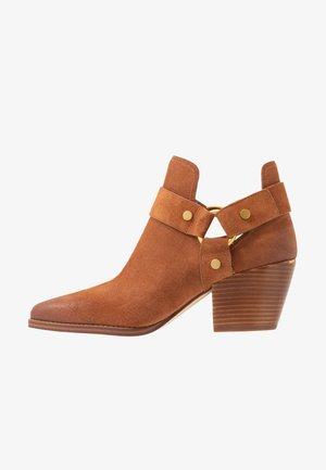 PAMELA - Ankle boots - luggage