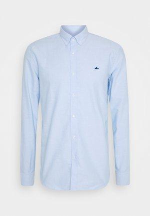 ESSENTIAL OXFORD PATCH - Shirt - light blue