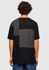 Diesel - ATCHWORK - Print T-shirt - black - 2