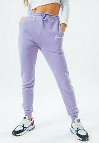 Hype - SIGNATURE - Tracksuit bottoms - violet - 3