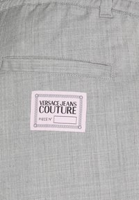 Versace Jeans Couture - TECHNICAL SUITING KAST - Broek - grey - 8