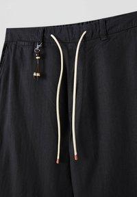 PULL&BEAR - Chino kalhoty - black - 3