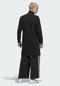 adidas Originals - LONG ADICOLOR CLASSICS PRIMEBLUE TRACK JACKET - Kurtka sportowa - black - 2