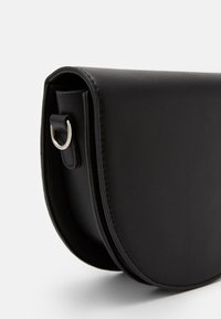Pieces - PCDONNIA CROSS BODY KEY - Skulderveske - black - 4