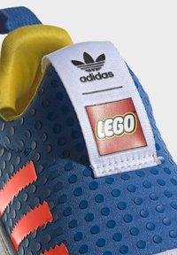 adidas Originals - ADIDAS ORIGINALS ADIDAS X LEGO - SUPERSTAR 360 - Baskets basses - blue - 6