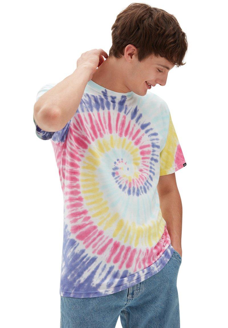 Vans - MN DROP V SPIRAL TIE DYE SS - Print T-shirt - rainbow (spectrum)tie dye