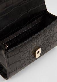 Valentino Bags - AUDREY - Sac banane - black - 4