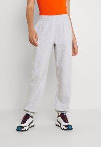Weekday - ALISA PANTS - Pantalon de survêtement - grey melange - 0