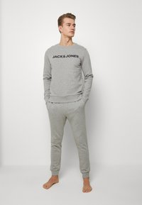 Jack & Jones - JACLOUNGE SET - Pyjamas - light grey melange - 0