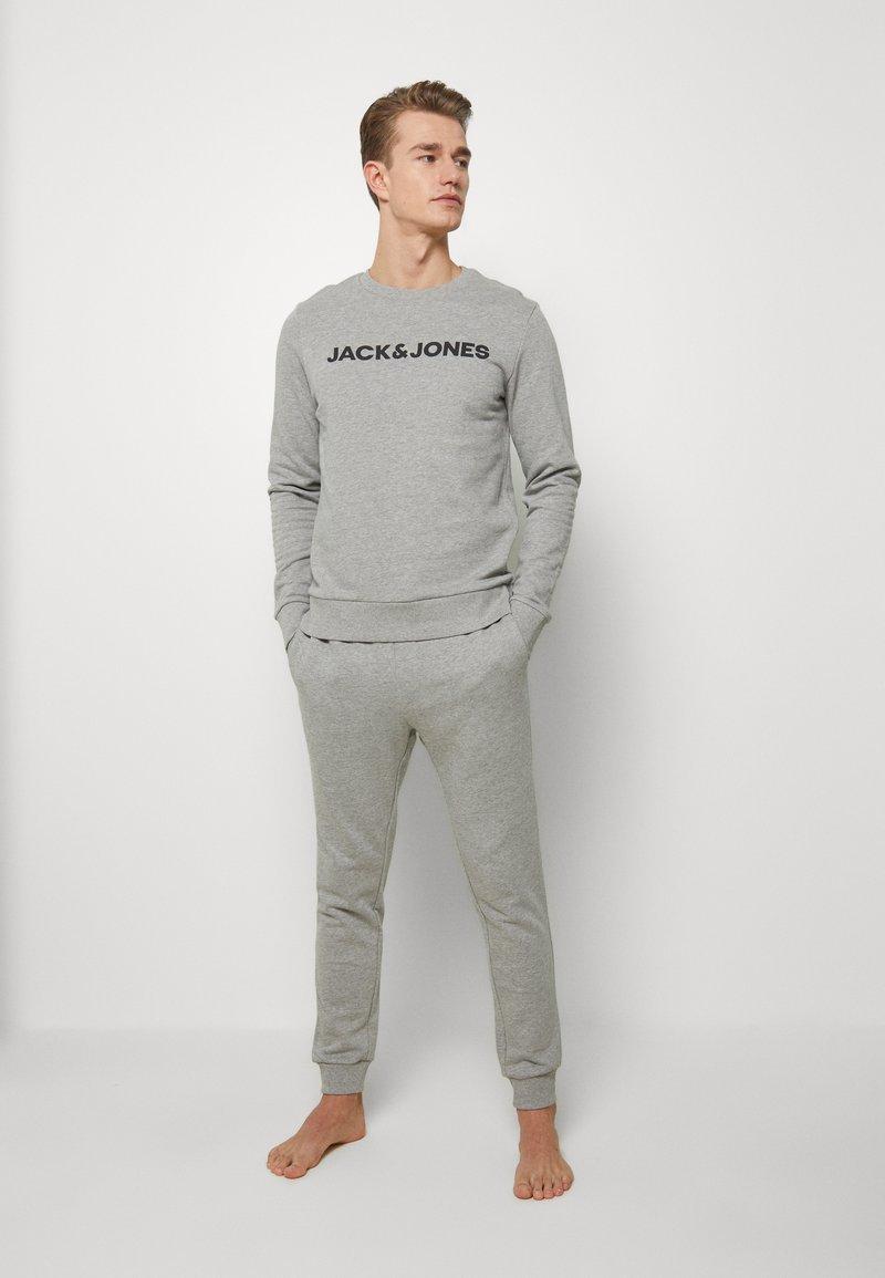 Jack & Jones - JACLOUNGE SET - Pyjamas - light grey melange