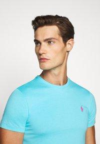 Polo Ralph Lauren - CUSTOM SLIM FIT JERSEY CREWNECK T-SHIRT - Basic T-shirt - french turquoise - 3