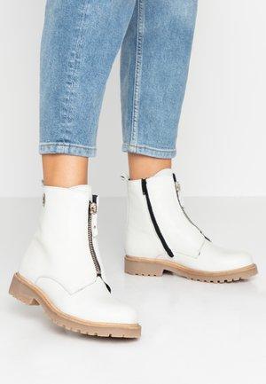Kotníkové boty - bianco santorini