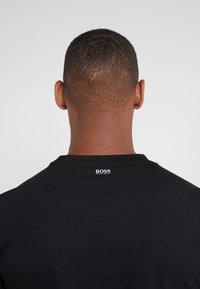 BOSS - TREK  - Print T-shirt - black - 4