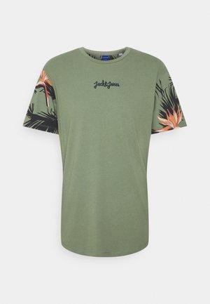 JORSUNDAY TEE CREW NECK - T-shirt med print - sea spray