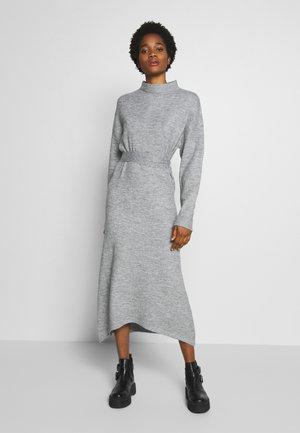 TIE WAIST DRESS - Gebreide jurk - grey