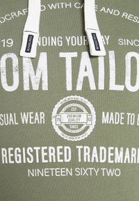 TOM TAILOR - HOODIE  - Hoodie - oak leaf green - 4