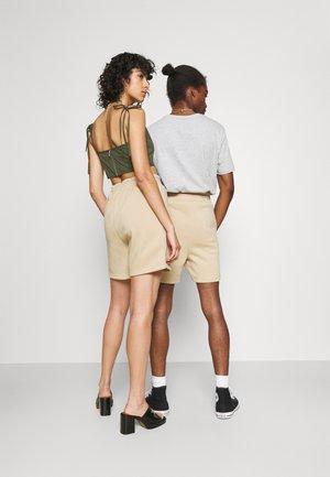 JJITOBIAS  UNISEX - Shorts - safari